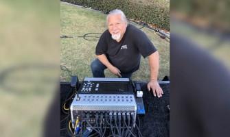 El ingeniero de audio FOH Larry Sánchez mezcla a Poncho Sánchez con el TouchMix-30 Pro de QSC
